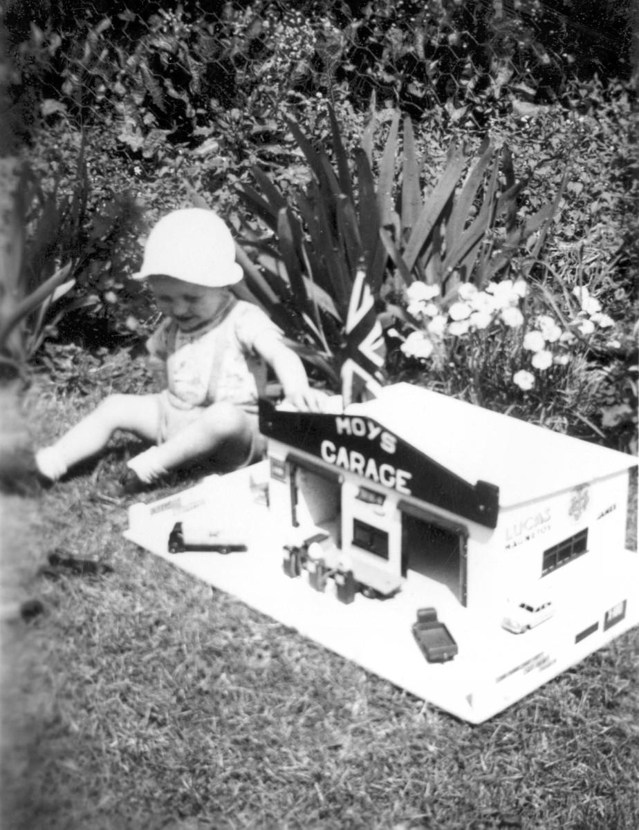 Moy's Garage (1954)