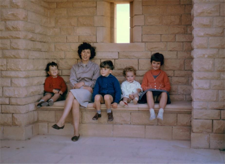 Nigel, Peggy, John, Sue and Dianne Weallans (1963)